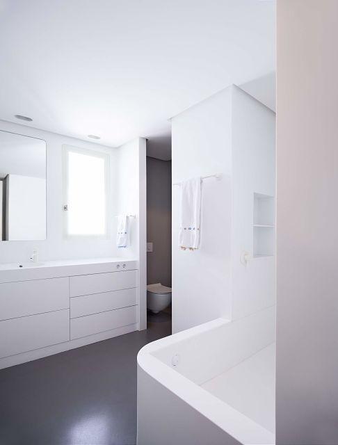 diseño y mobiliario a medida en baño gris