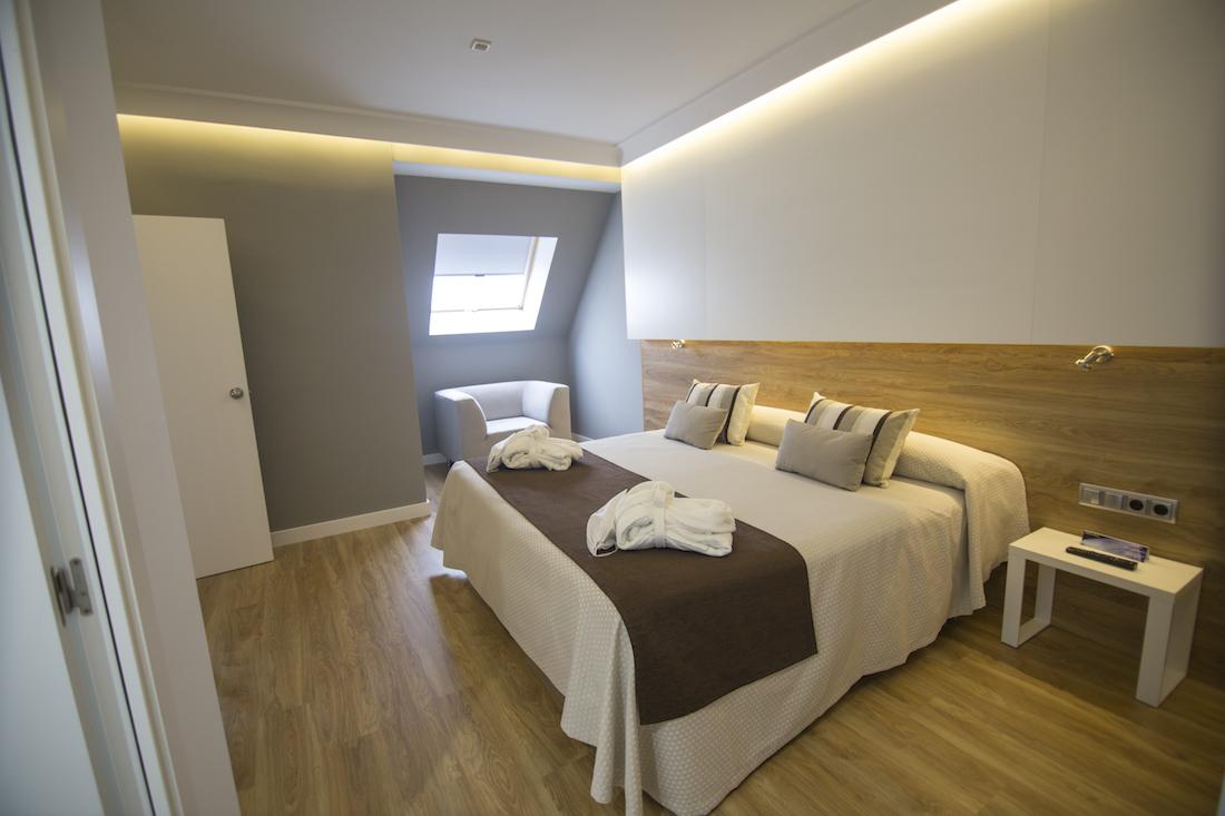 Decoraci n de habitaciones del hotel monte carmelo for Donde se estudia diseno de interiores