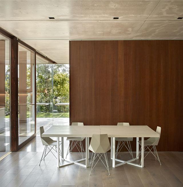 Comedor de diseño en casa La Pinada