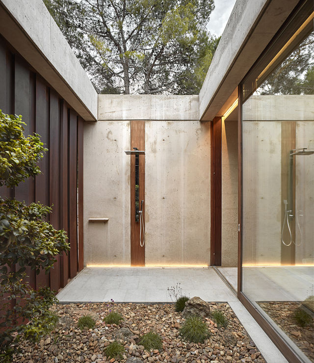 patio interior en casas de diseño