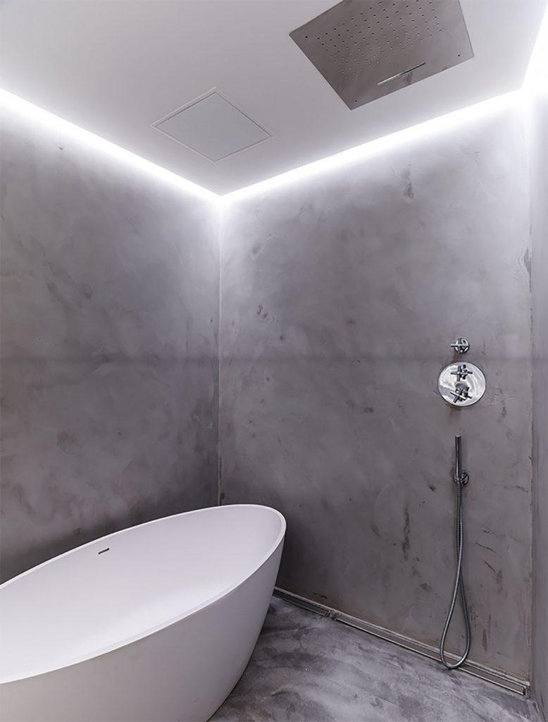 microcemento en baño en reforma de piso antiguo