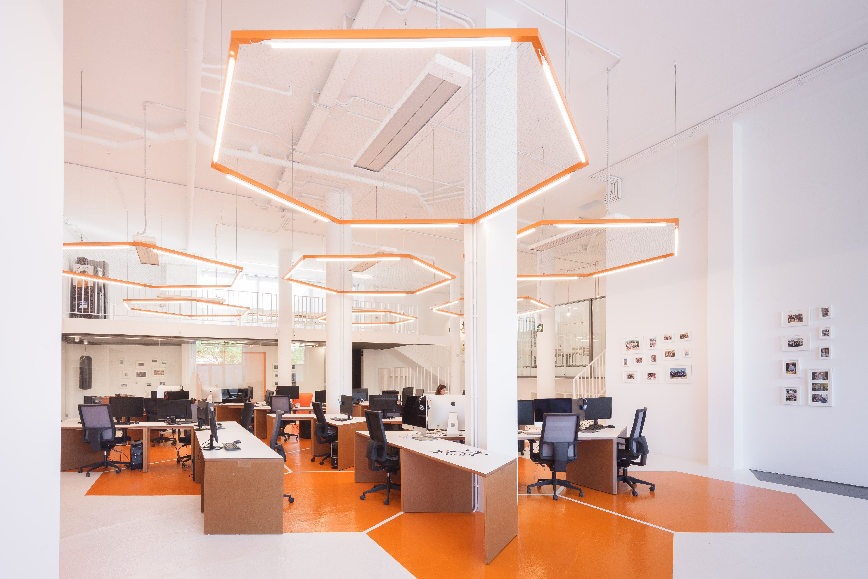 Nuevo dise o de oficina sostenible de pinchaaqu for Oficinas de diseno industrial