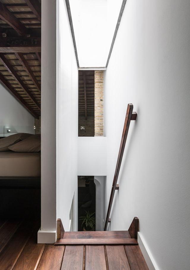 lucernario y escalera en rehabilitación de una casa