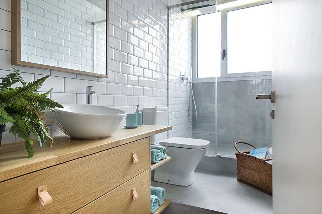 Dise o de interior de vivienda poblenou en 3 actos for Aseos modernos con ducha