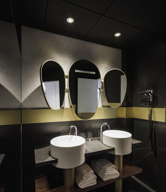 Decoración de baños en hotel Marquis Issabel's