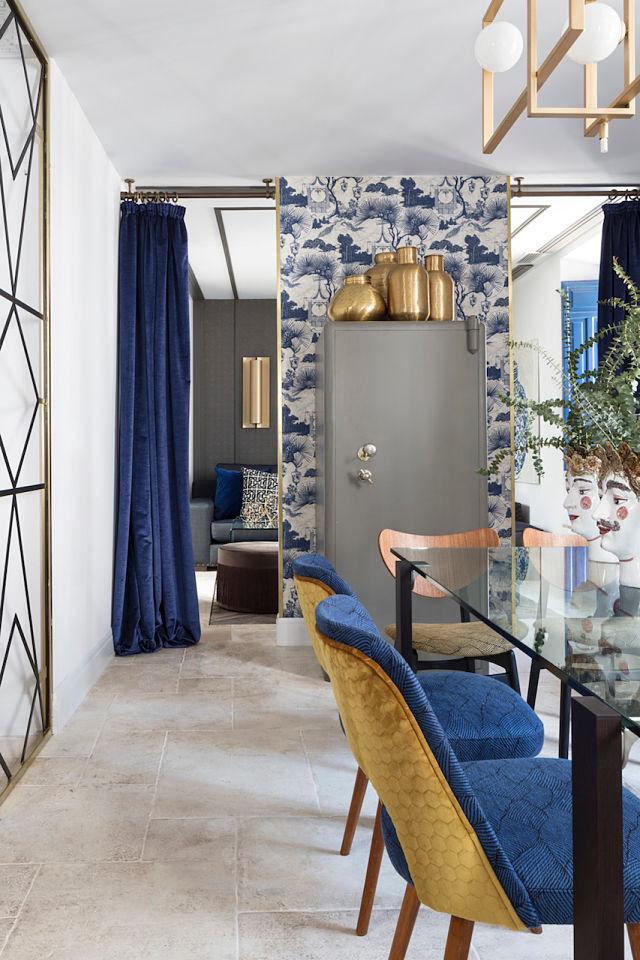 Caja de seguridad como mueble bar en el diseño interior de un palacete
