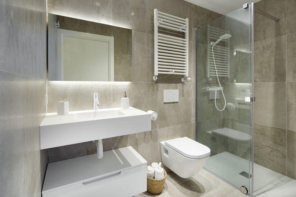 Muebles de baño para decorar un mini piso