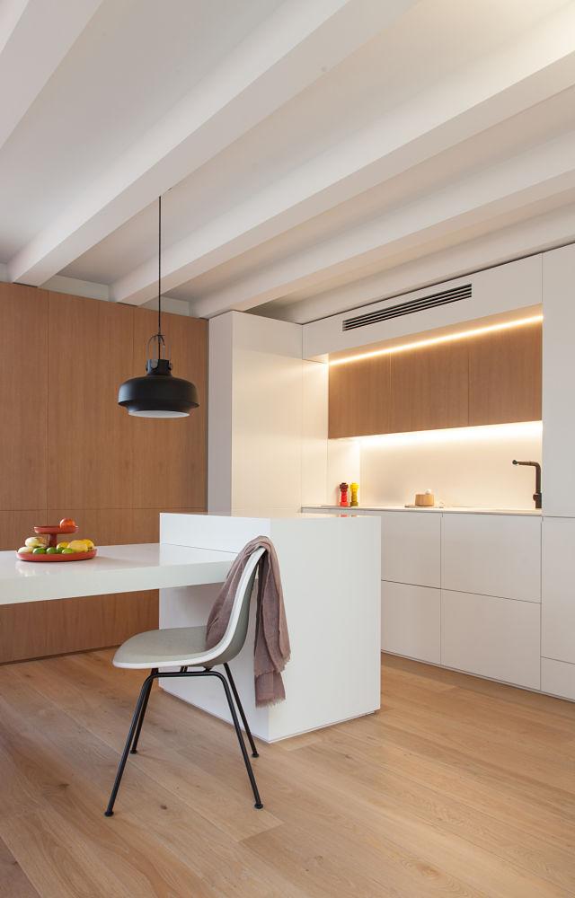 Diseño de cocina en la reforma de un mini apartamento