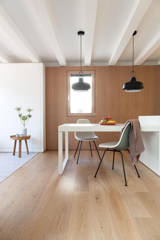 Mesa comedor en la reforma de un mini apartamento