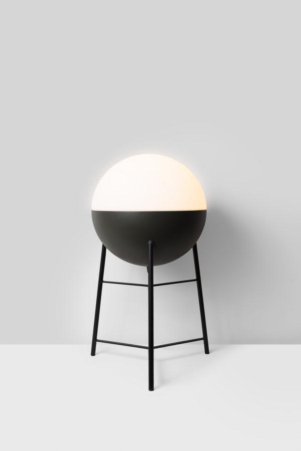 lámpara half bola mediana con trípode mediano de Milán Iluminación