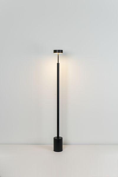 La lámpara de pie de salón Peak 130 cm en negro de Milán Iluminación